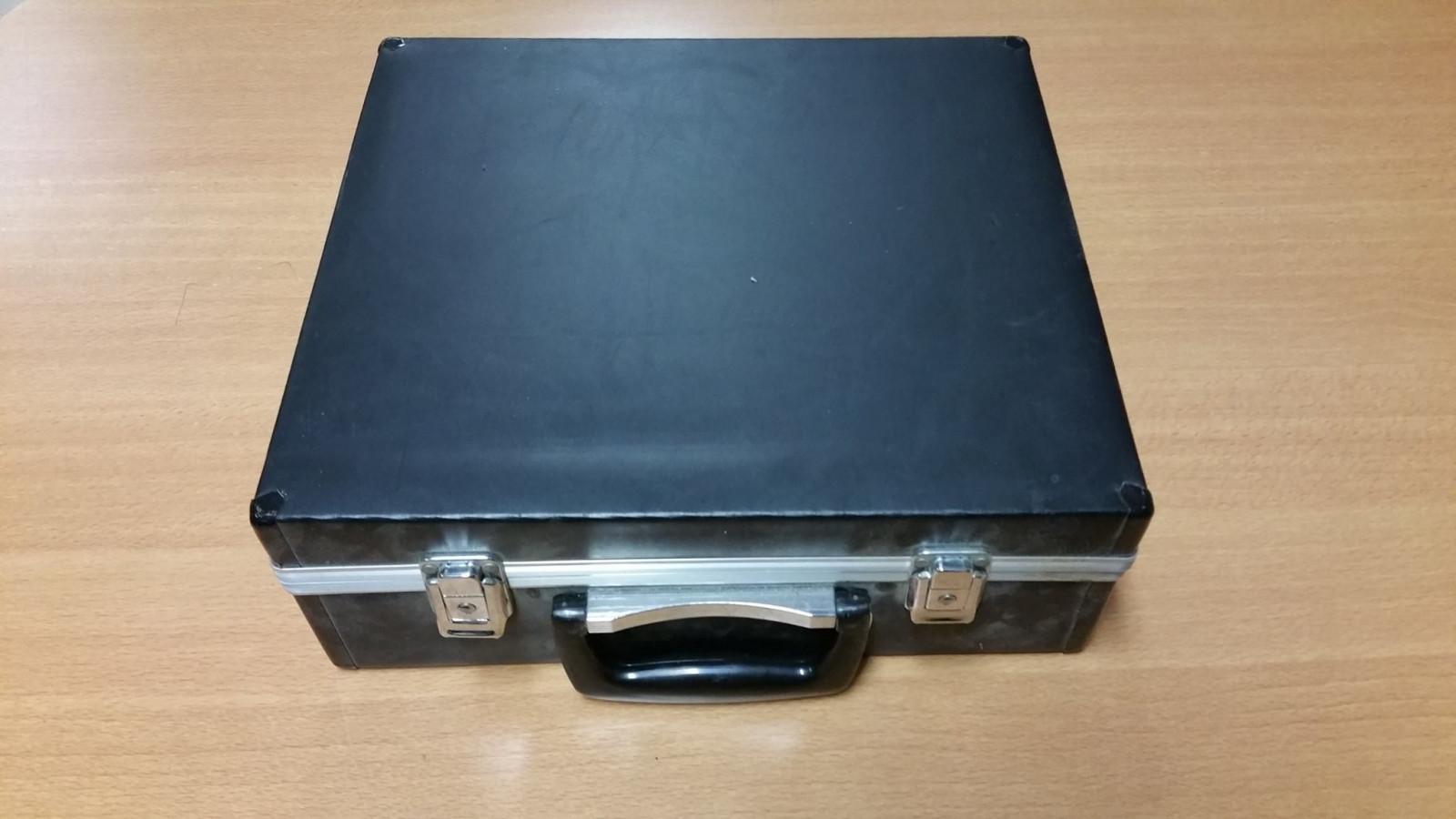 73cdcdf36b8 Politie vindt mysterieuze koffer met zwart-wit foto's - NH Nieuws