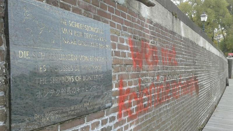 """Standbeelden in Hoorn beklad: """"Ze romantiseren massamoorden"""""""