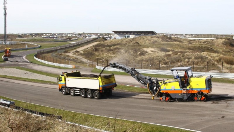 Asfalteren van circuit Zandvoort