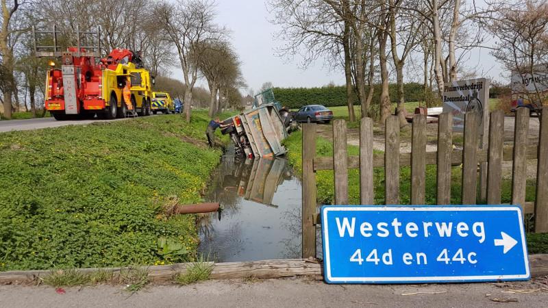 Vrachtwagen te water in Heerhugowaard III