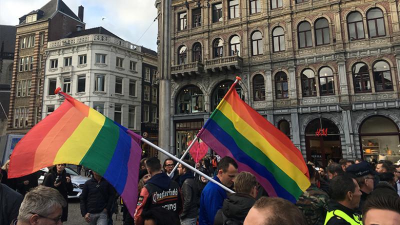 Mars protest tegen homogeweld Amsterdam