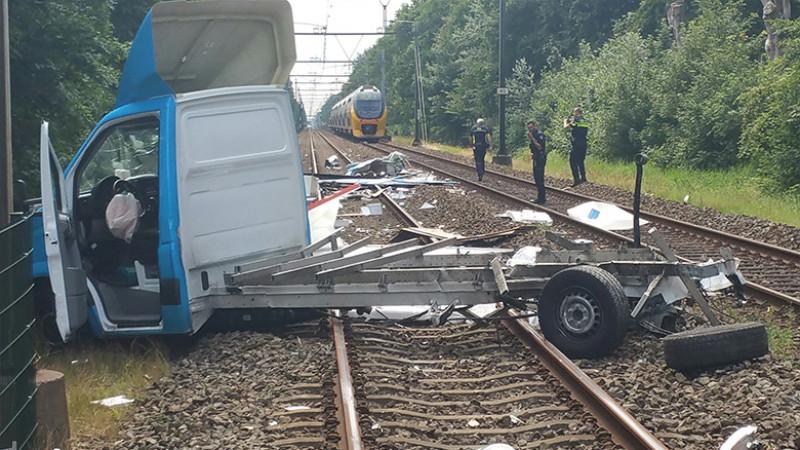 Meerdere gewonden bij botsing trein en vrachtwagen in Heiloo II