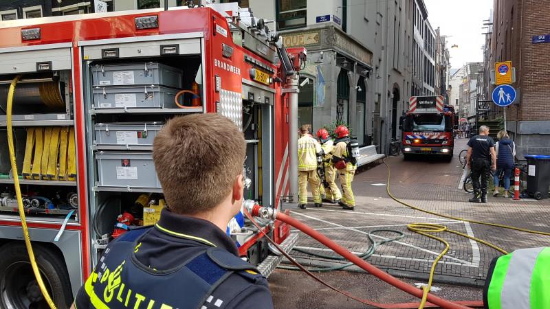 Brand Kalverstraat, winkels ontruimd