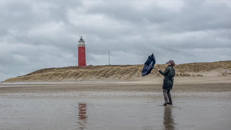 Storm Texel wind paraplu kust