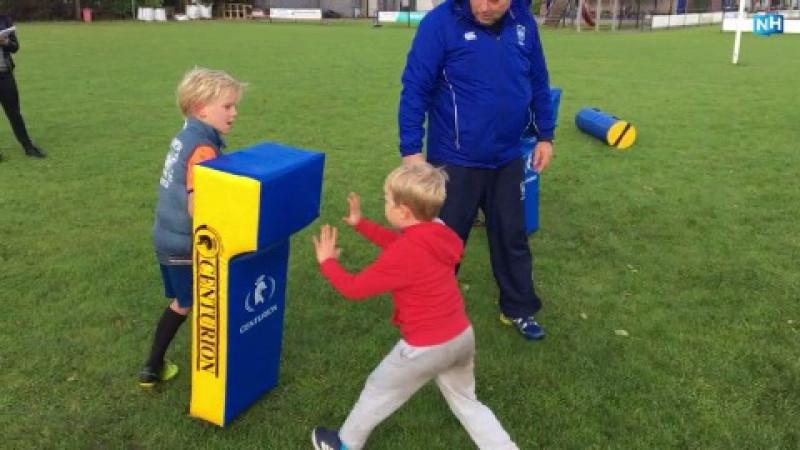 Kinderen krijgen rugbyles tijdens lerarenstaking