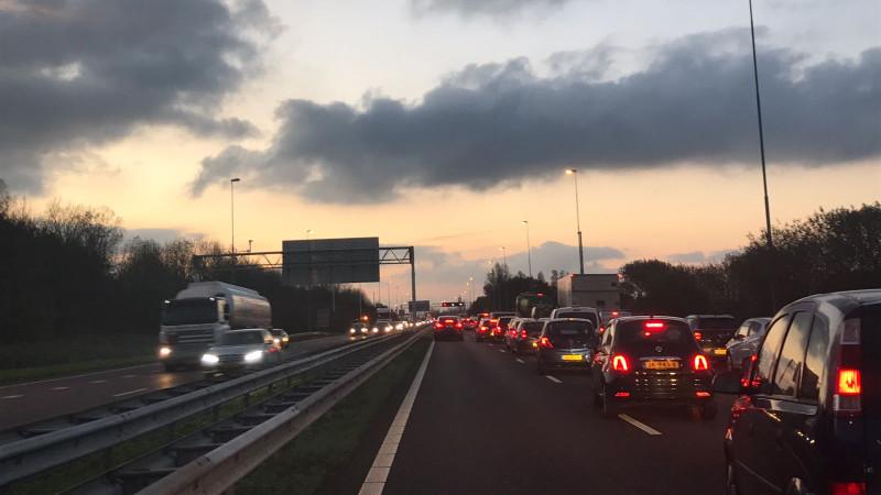 Ruim twee uur vertraging op de A9 door ongeluk bij Rottepolderplein.