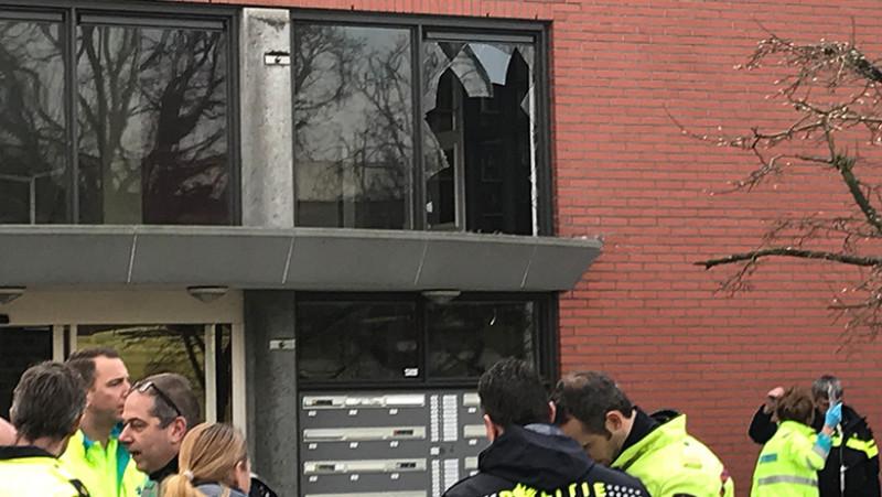 Scootmobiel rijdt door raam eerste etage verzorgingstehuis Naarden