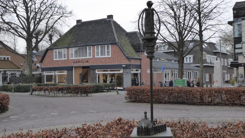 Standbeeld voor Lucebert centrum Bergen