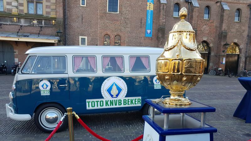 Gouden KNVB-Beker op bezoek in Alkmaar