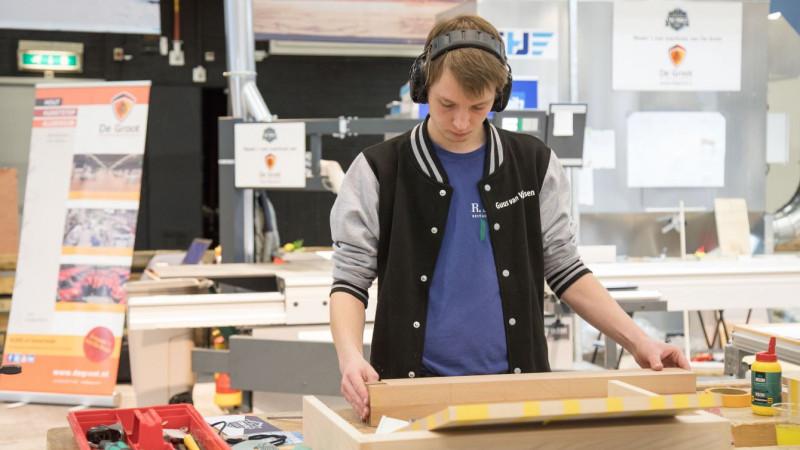 19-jarige uit De Rijp is beste meubelmaker van Nederland