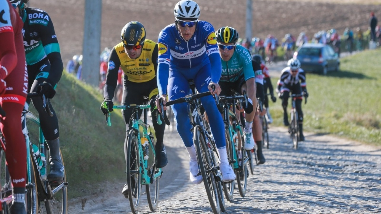 Niki Terpstra wint solo na lange vlucht in E3 Harelbeke NH