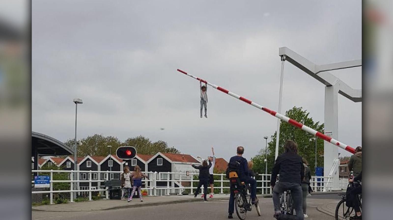 Stunt op festival: na Sofie willen meer Spaarndammers slagboomhangen