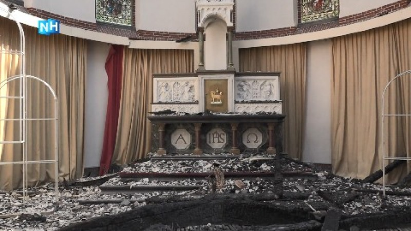 Puinruimen in de afgebrande Corneliuskerk Limmen