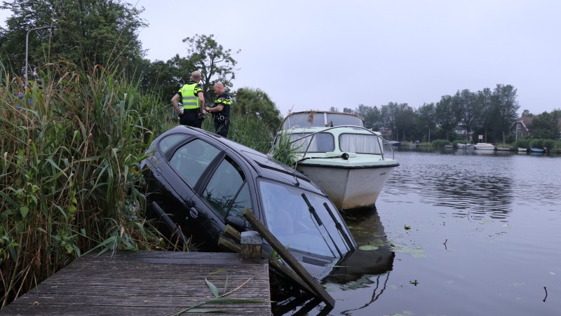 Auto te water Amstel
