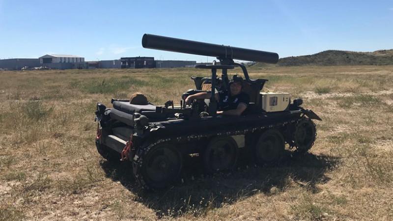IJmuidenaar biedt legertank te koop aan