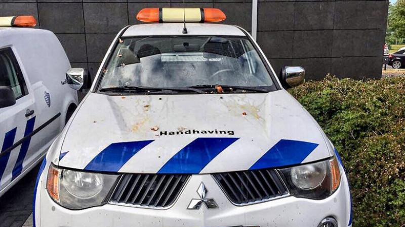 Banden dienstauto's Purmerend lekgestoken