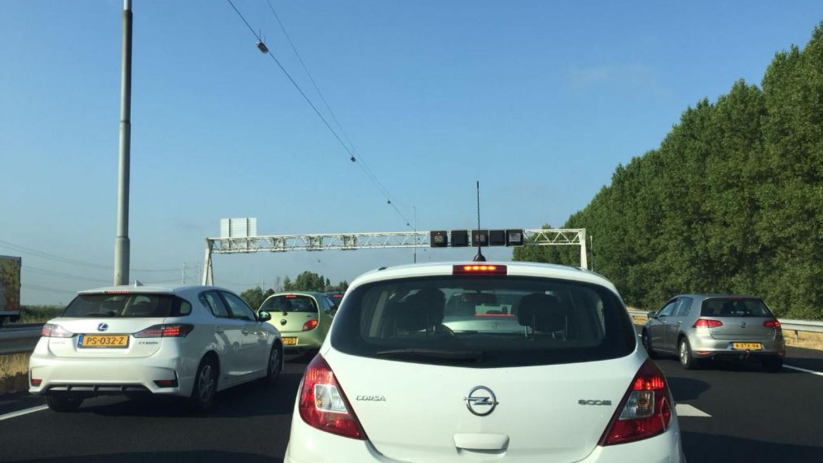 Lange file op A9 richting Amstelveen door ongeluk bij Rottepolderplein.