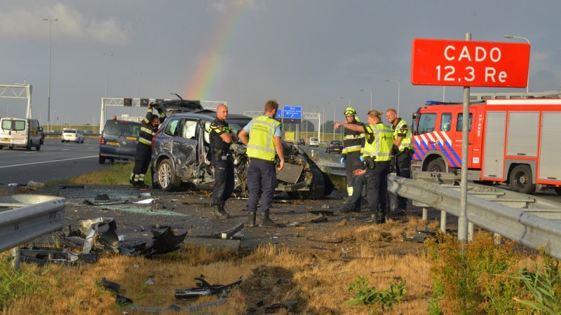 Auto in puin na ongeluk op A4