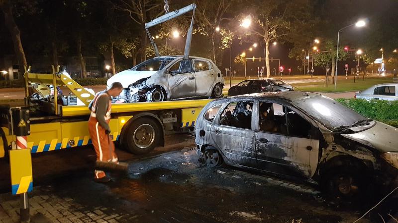 Flat ontruimd in Hoorn door brandende auto's