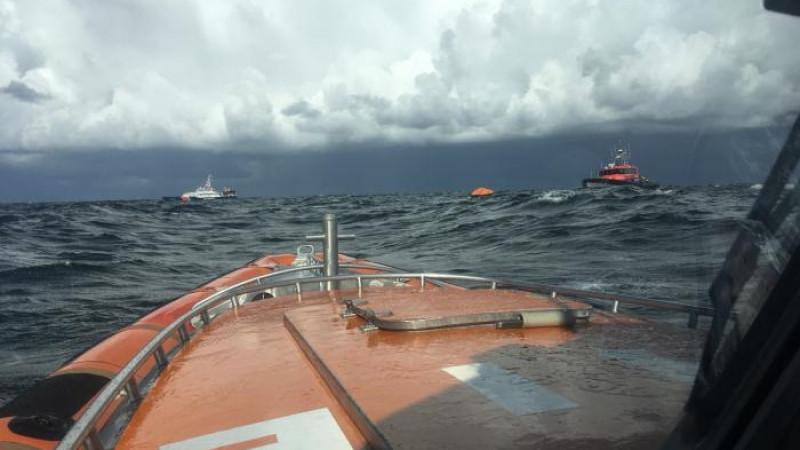 KNRM redt Denen van zinkend zeilschip