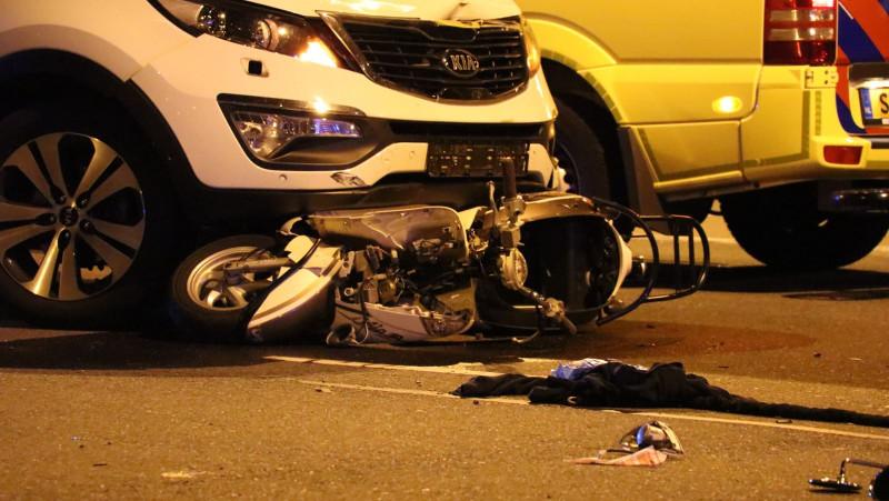 Scooterrijdster Amstelveen gewond aanrijding auto