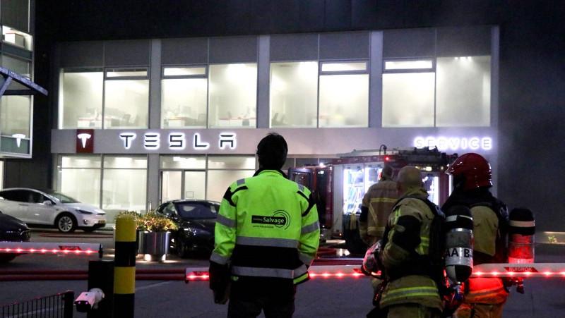 Brand bij Tesla in Amsterdam