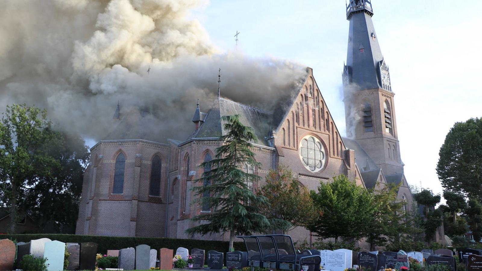 Brand in de kerk in Amstelveen. Inter Visual Studio