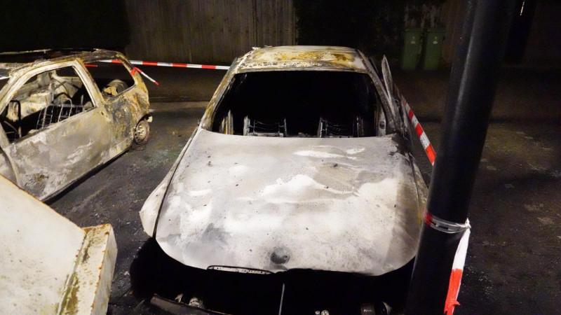 Twee auto's in de brand in Hoorn