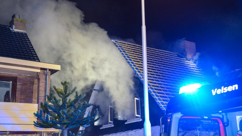 Veel rook bij woningbrand in IJmuiden