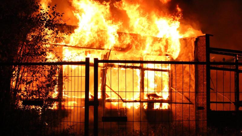 Grote brand bij voormalig buurthuis in Purmerend: mogelijk asbest vrijgekomen