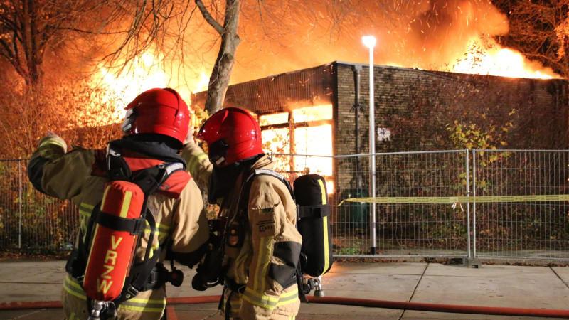 Mogelijk asbest vrijgekomen bij zeer grote brand in Purmerend
