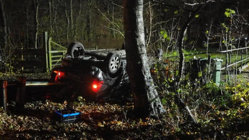 Auto slaat over de kop in Slootdorp