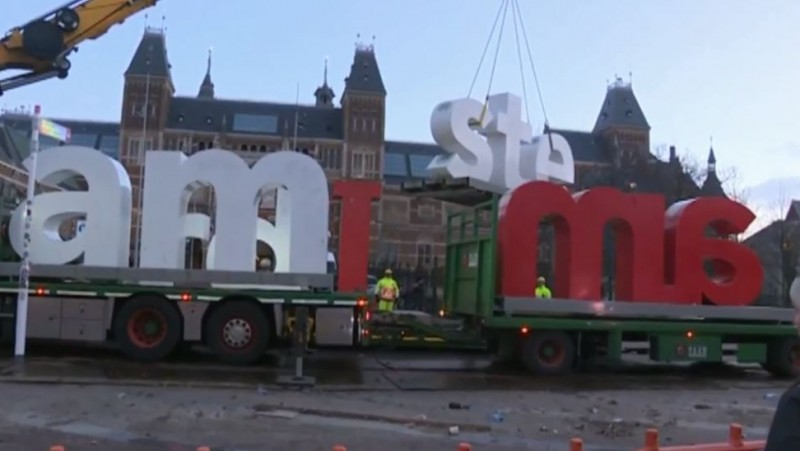 Letters I Amsterdam binnen een kwartier verwijderd