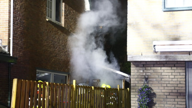 Brand in schuur slaat over op woning in Zandvoort