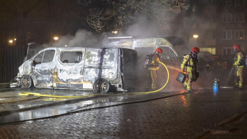 Vier voertuigen door brand verwoest in Amsterdam