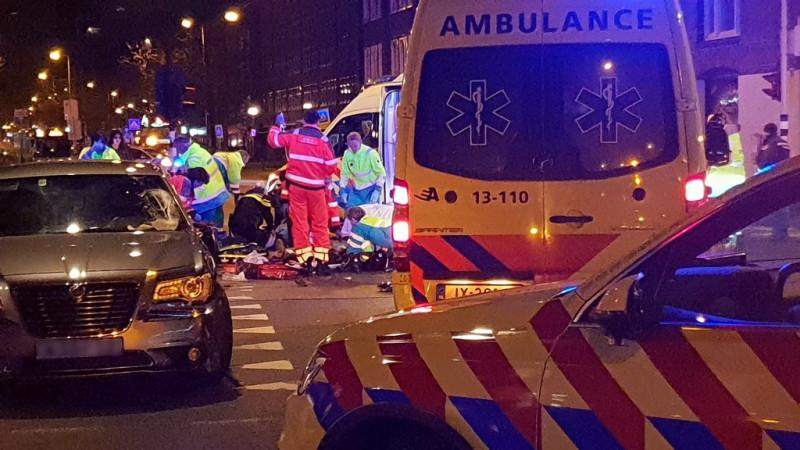 Twee gewonden na botsing op Jan van Galenstraat