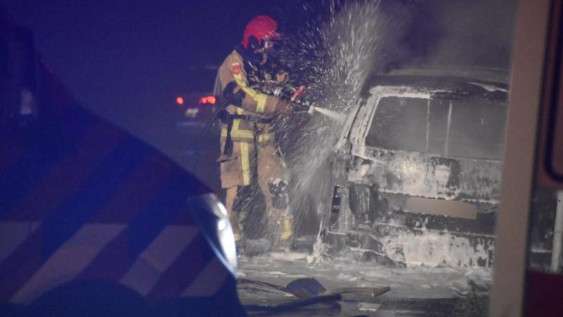 Auto in Purmerend vliegt spontaan in de brand