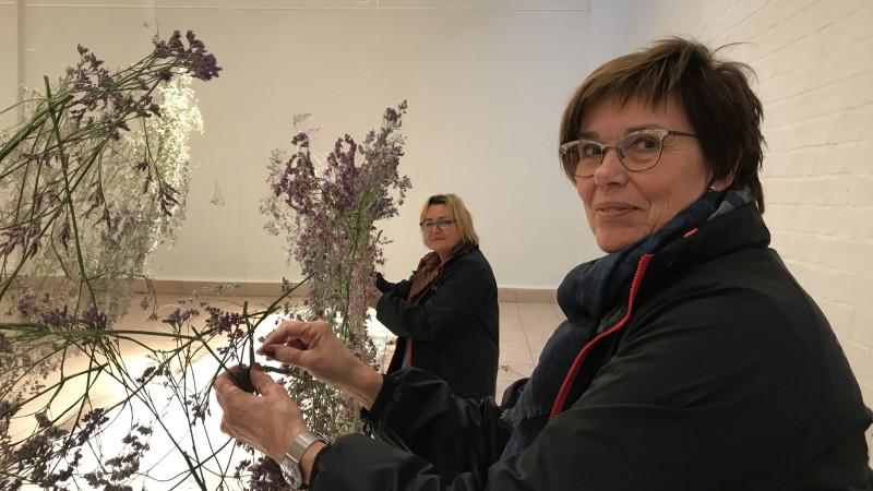 Ikebana in Aalsmeer: kunstenaars blazen dode natuur nieuw leven in