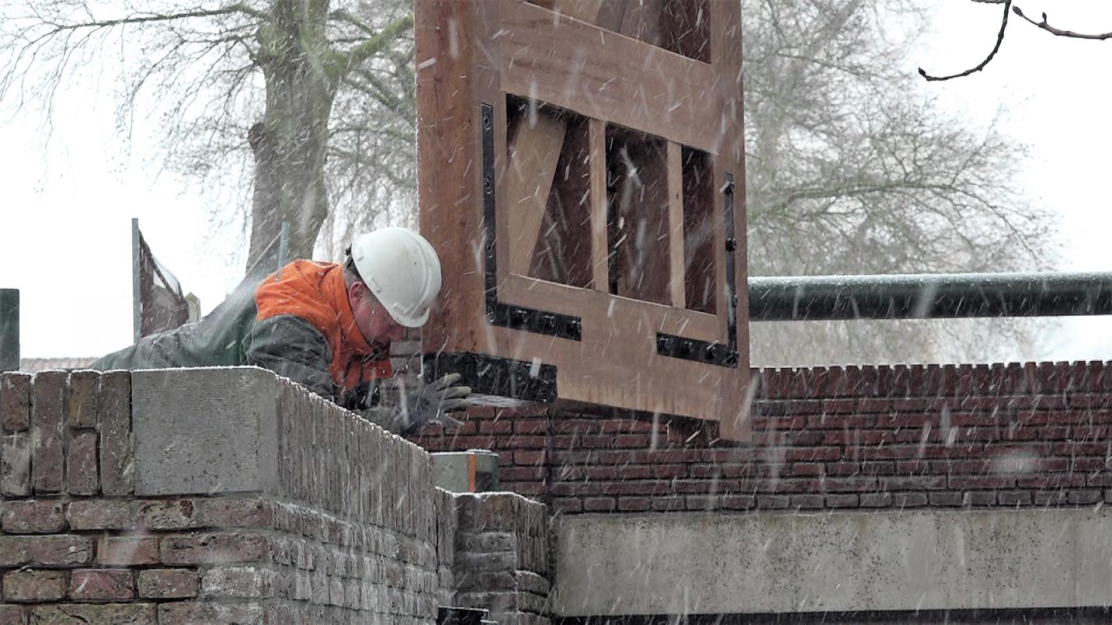 Nieuwe deuren voor eeuwenoude schutsluis Nieuwe Niedorp ...