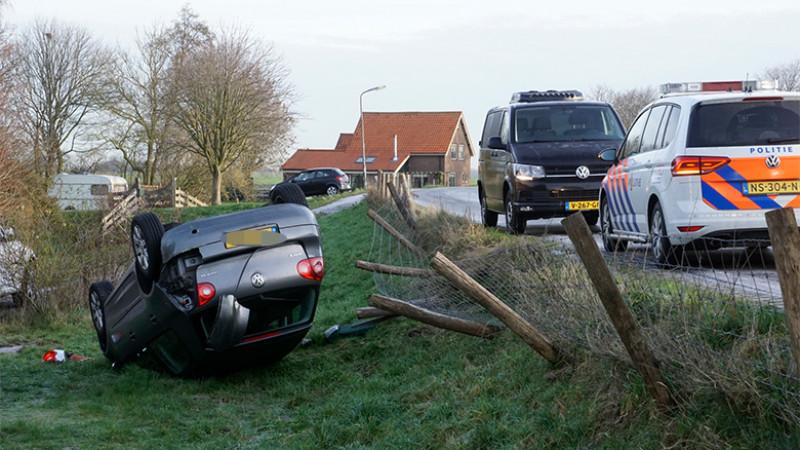Auto van Berkmeerdijk in Obdam gegleden door gladheid
