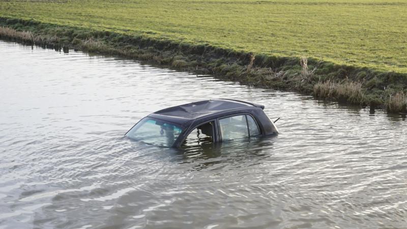 Auto te water Spierdijk
