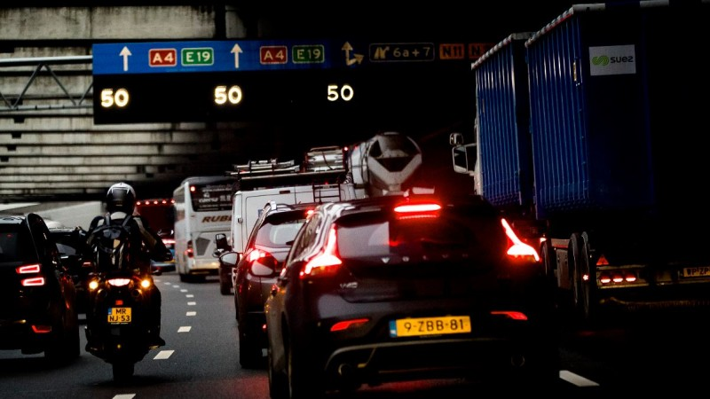 Flinke file A4 van en naar Amsterdam door kettingbotsing bij Schiphol.