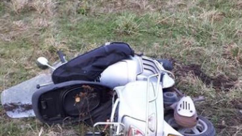 Scooterrijder zwaargewond bij botsing met auto in Zuidschermer.