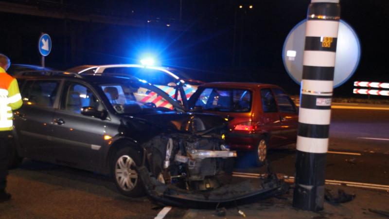 Twee gewonden bij ernstig ongeluk op kruispunt Wormerveer.