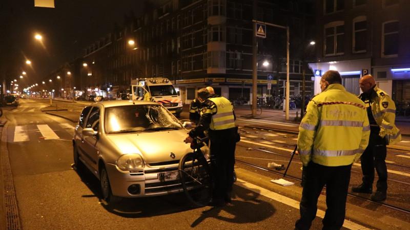 Fietser gewond na botsing met auto op Overtoom.