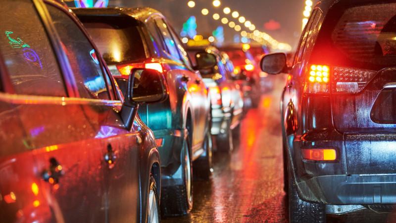 Chaotische ochtendspits: onstuimig weer veroorzaakt ongelukken op A8 en A9.