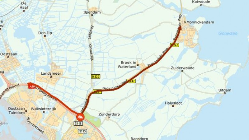 Ongeluk op N247 richting Hoorn: lange file en forse vertraging.