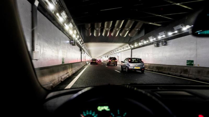 A22 weer vrij na ongeluk voor Velsertunnel.