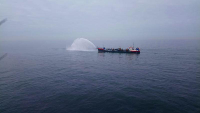 Rijkswaterstaat ruimt olie Noordzee op