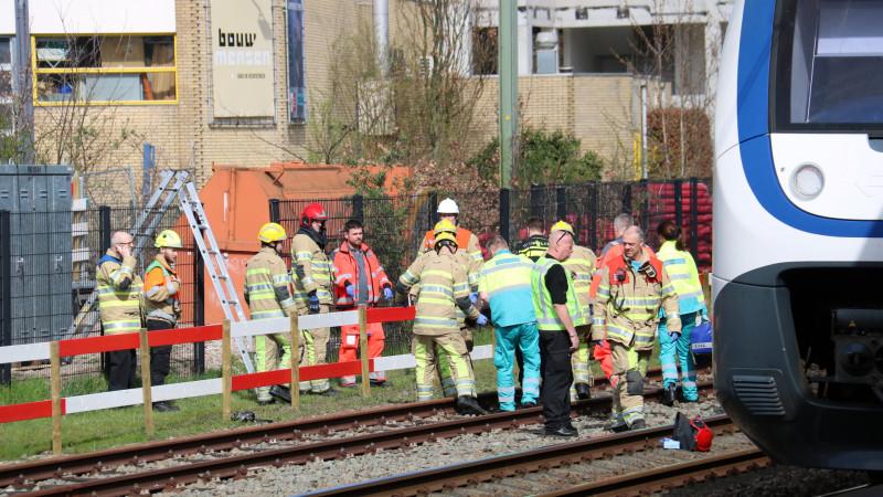 Gewonde bij ongeluk op het spoor in Bussum: treindienst gestremd.